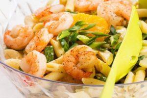 Une salade fraîcheur aux pâtes et aux crevettes de l'enseigne Du bruit dans la cuisine