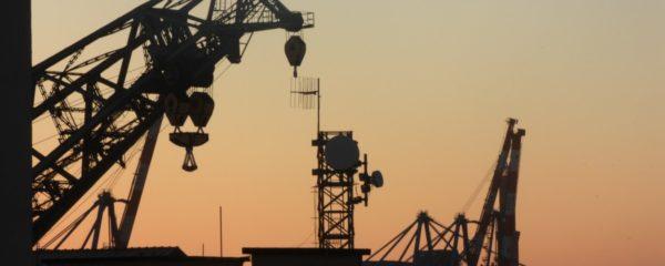 Une plateforme d'exploitation de pétrole offshore