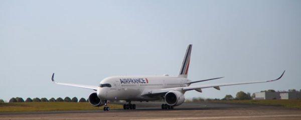 L'A350 lors de sa réception à l'aéroport Roissy-Charles de Gaulle