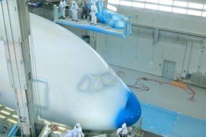 Un 380 pour All Nippon Airways dans l'atélier de peinture de l'usine Airbus à Hambourg.