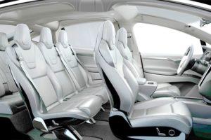 A l'intérieur d'une voiture Tesla.