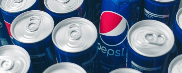 Des canettes de sodas Pepsi.