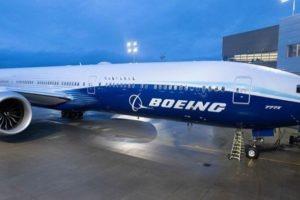 Un Boeing 777X sur le tarmac.