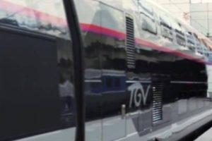 Un TGV de la SNCF en gare.